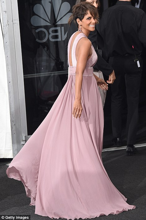 Emmy red carpet halle Berry